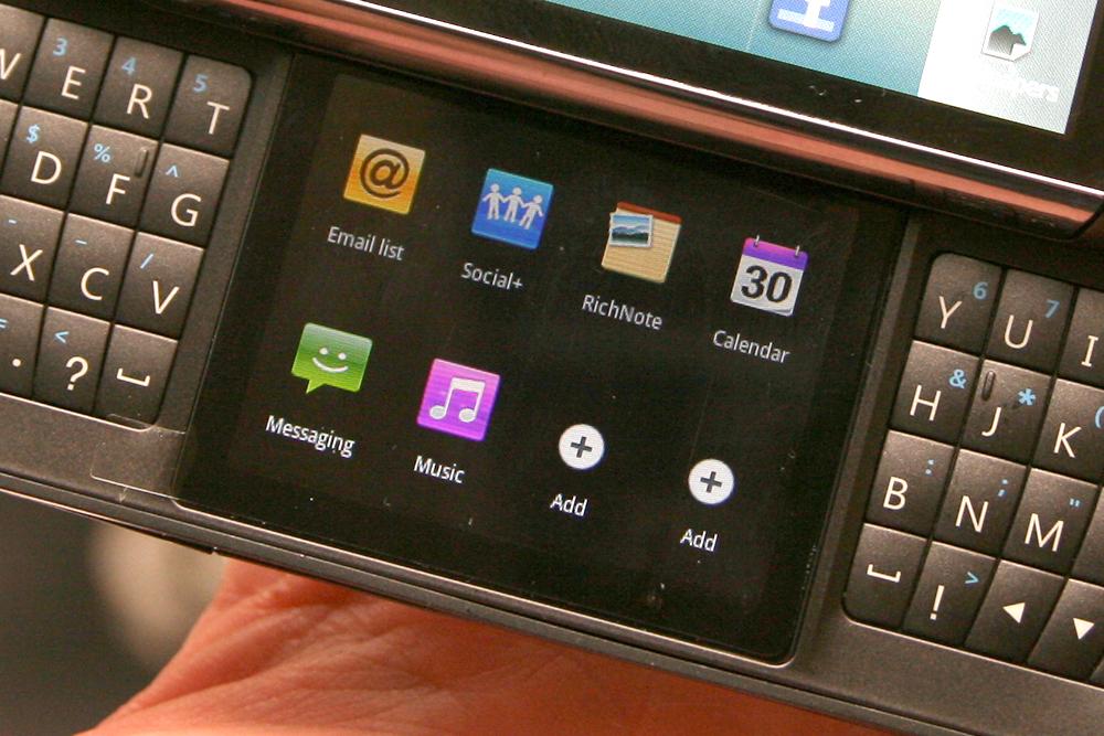 LG Optimus Slider - dwuekranowy smartphone z klawiatur� QWERTY
