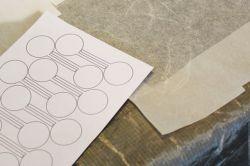 Hybrydowe tekstylne sensory pojemnościowo-rezystancyjne