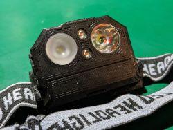 Mała latarka czołówka DIY, ładowana z USB
