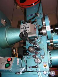 Zak�adanie ta�my filmowej 35mm na projektor Prexer AP-62X