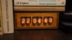 """(prawdopodobnie) najmniejszy zegar nixie zrobiony """"na piechotę""""."""