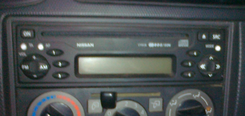 Jak potwierdzi� kod w radiodtwarzaczu Nissan?