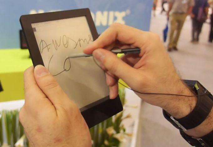 Prototyp czytnika z ekranem E Ink, nak�adk� digitizera i systemem Android