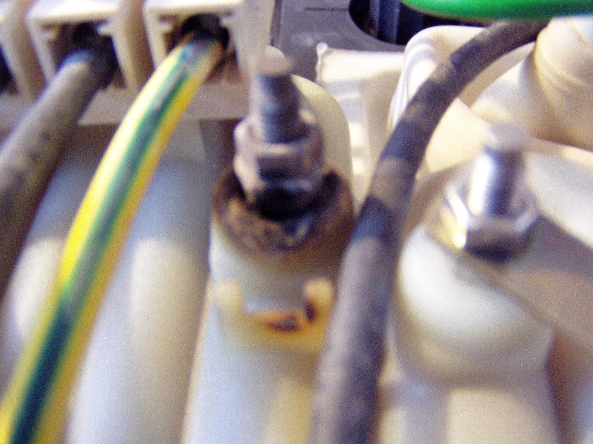Siemens DH 21400 - Czym izolowa� napalone styki w podgrzewaczu elektrycznym?
