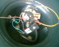 Wskazówkowy lub diodowy wskaźnik poziomu gazu LPG w butli