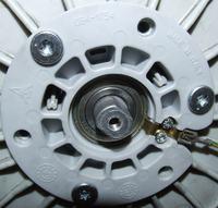 Pralka Polar PTL810 - Ukręcona śruba koła pasowego