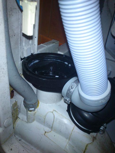 EWT1326 Electrolux - Nie odpompowuje wody, burczy po wlaczeniu.