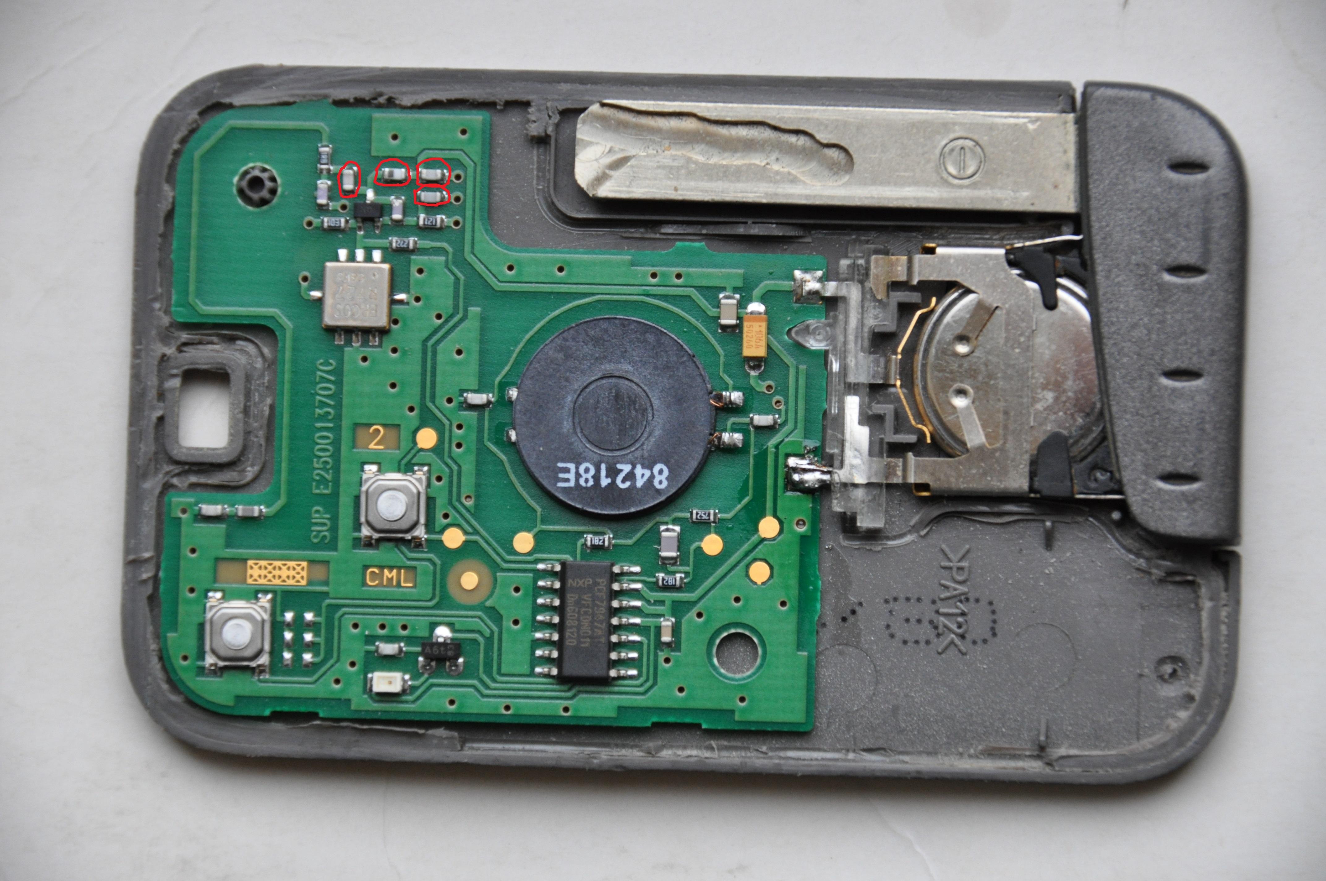 renault laguna 1,9 DCI  - uszkodzone elementy karty