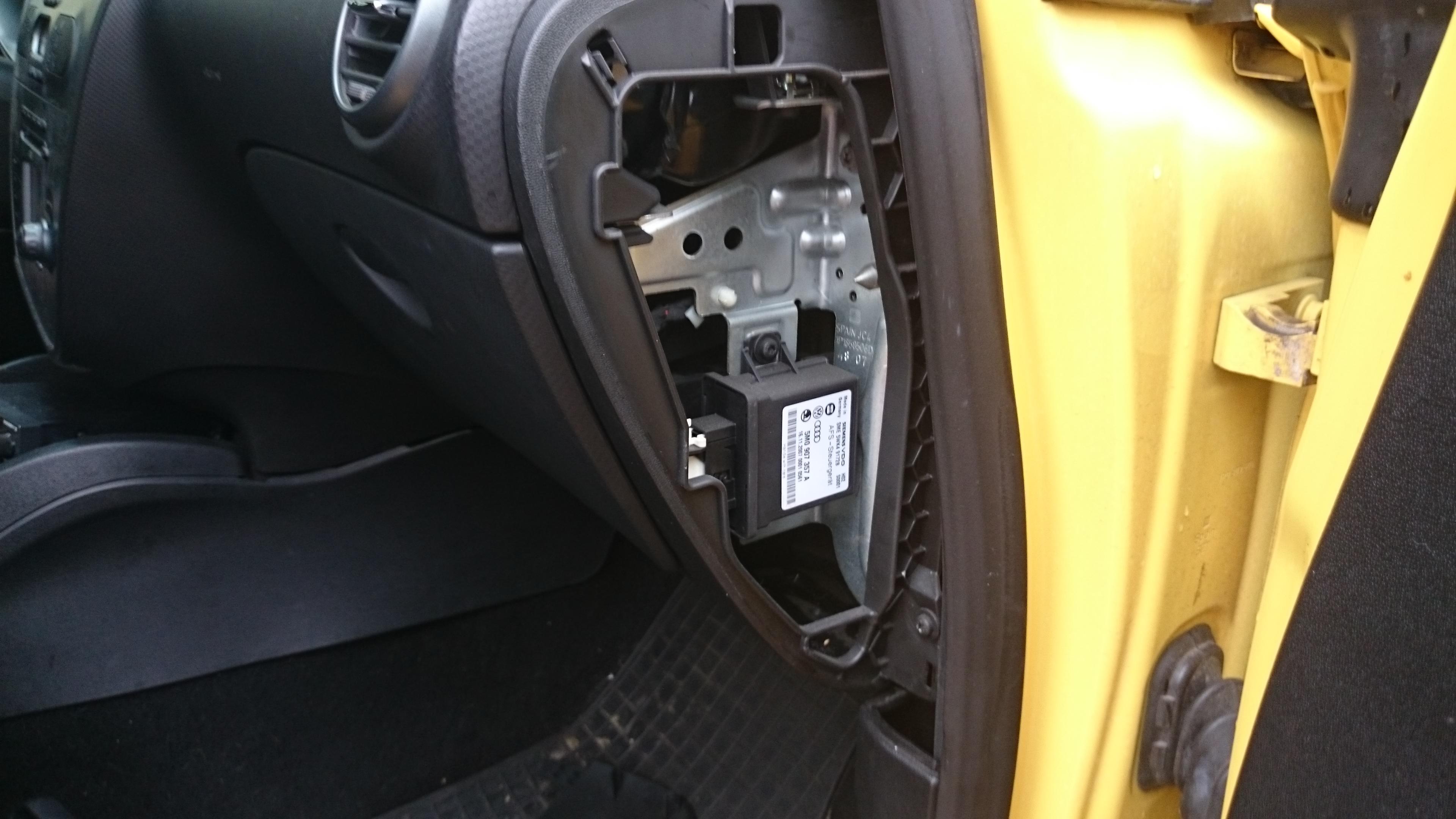 Seat Leon II Cupra  - Sterownik poziomowania i do�wietlania zakr�t�w AFS lamp xe