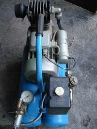 Sprężarka z 1989 produkcja NRD. Podłączenie wężyka do presostatu.