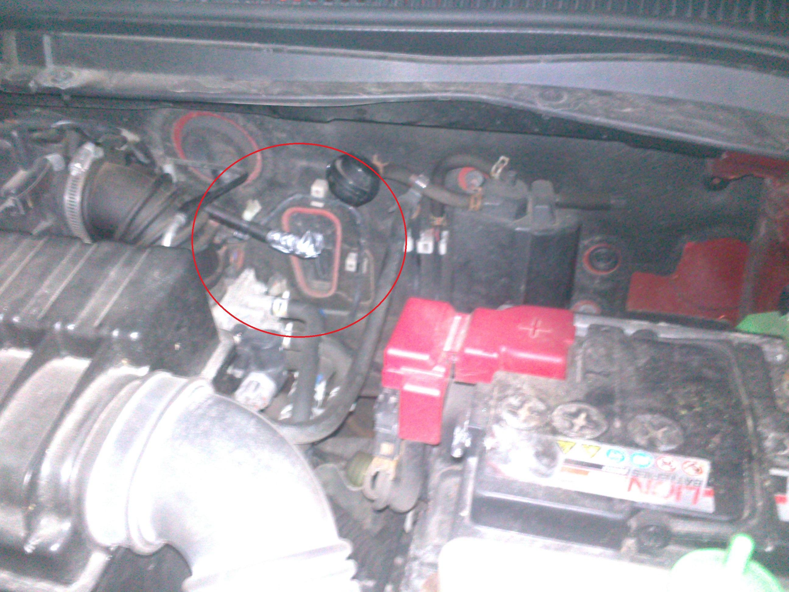Suzuki Swift 1.3 (2007) - Brak jakiej� cz�ci ko�o silnika (Co to mo�e by�?)