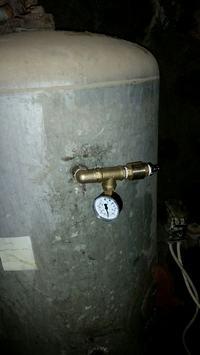 Stary hydrofor - często się załącza.