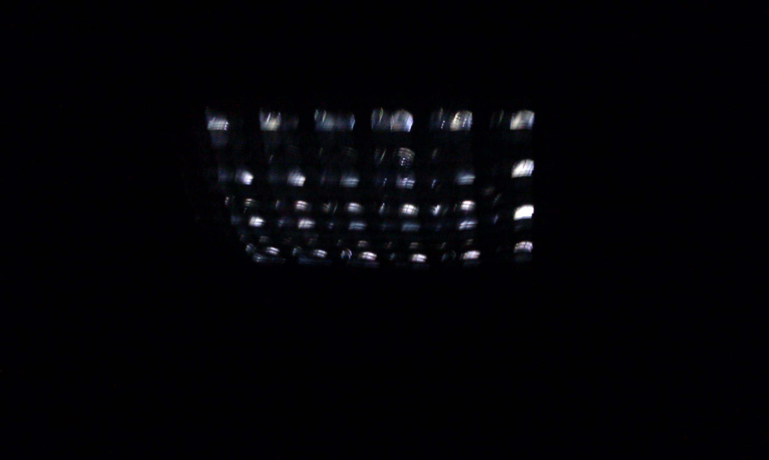 �ar�wka LED �arzy si� po wy��czeniu.