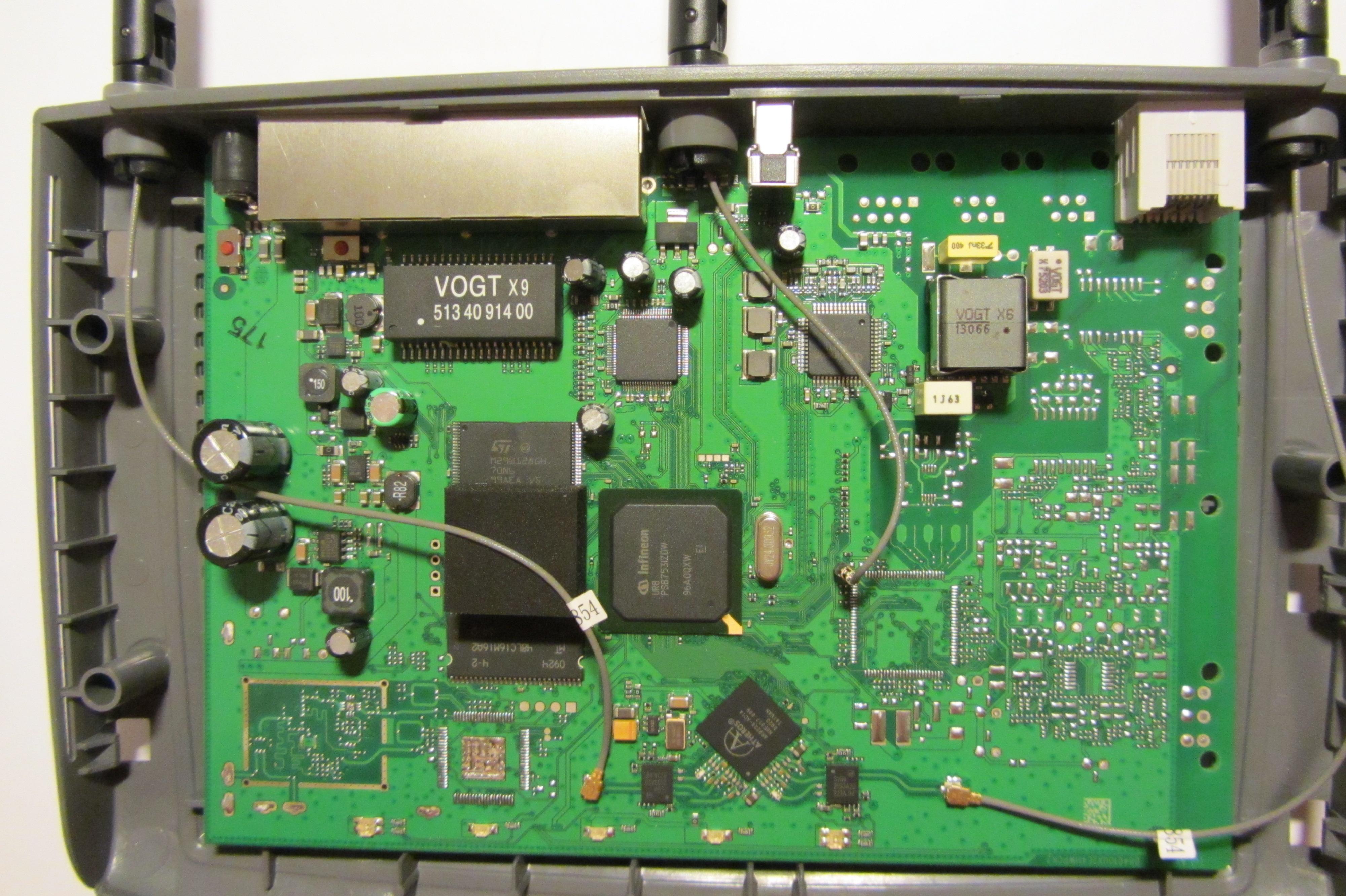 Czy antena �rodkowa wewn�trz w Fritzbox 3270 v3 jest wypinana czy lutowana ?