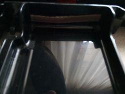 DeLonghi ECAM 22.110 B - wysuwa tackę na skropliny i na fusy i przerywa proces