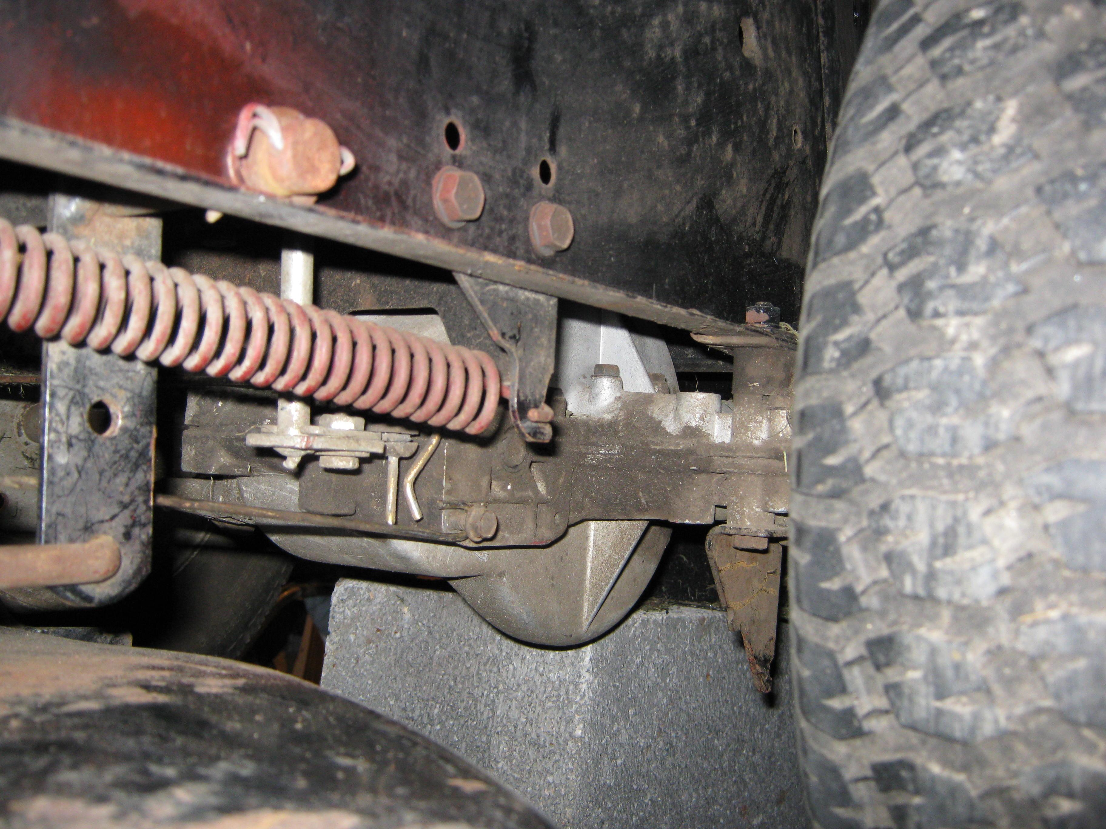 Mechanizm, podwieszenie kosiska traktorek MTD