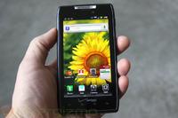 Motorola DROID RAZR - wydajność, gry, bateria, budowa. Obejrzyj wideo