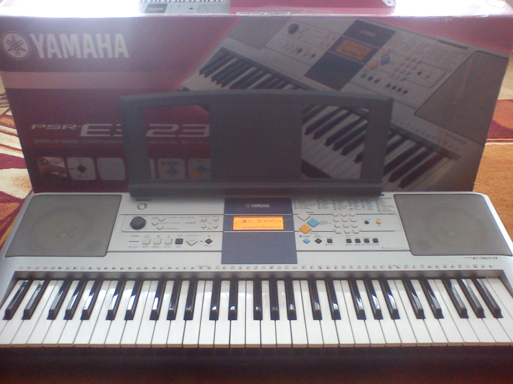[Sprzedam] Keyboard Yamaha PSR E323 - idealny stan ,jak nowy-wysy�ka gratis!!!