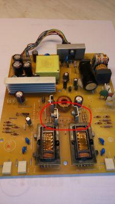- Zamiennik kondensatora na płycie 715G1492-2