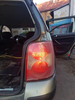VW Passat b5 ostre zwarcie. - Świecąca tylna prawa lampa.