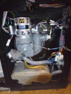 Amica ZWM 676 S - zmywarka nabiera wodę i opróżnia, ale nie myje. Osad na pompie