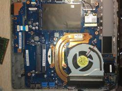 Samsung np550 - Czarna matryca, monitor zewnętrzny działa