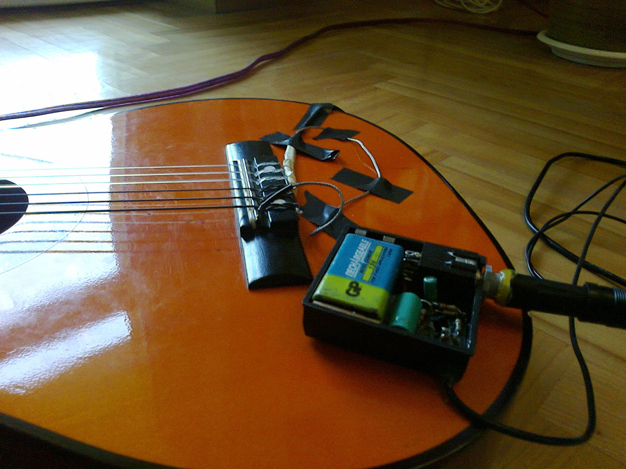 Preamp do piezo - prosty i dla ka�dego, kto chce nag�o�ni� gitar� akustyczn�