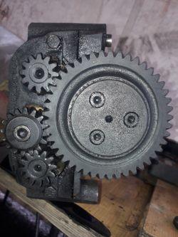 Mechanizm wyrównoważający silnika C-385