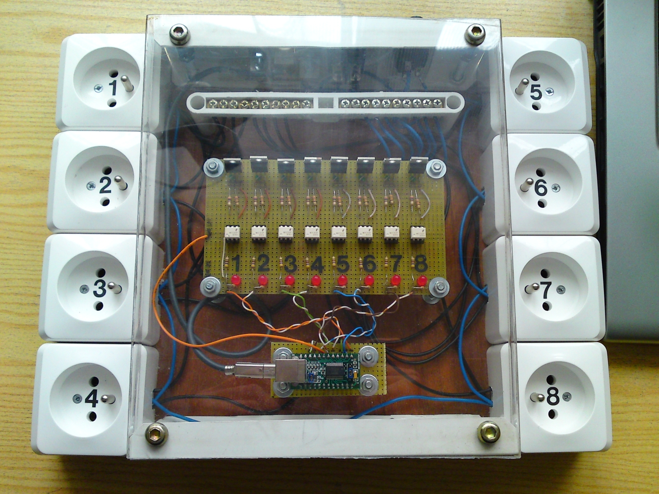 Sterownik Discolitez/Lightning, 8 kana��w + USB FT245RL