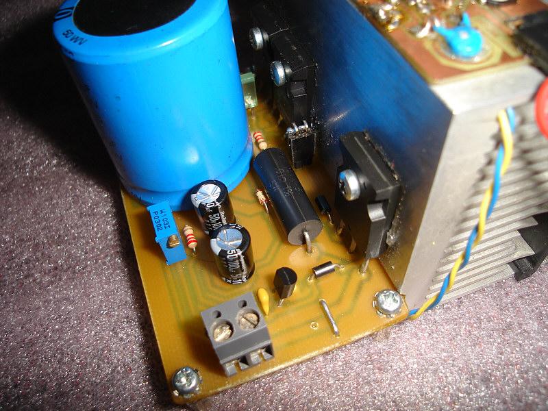 Zasilacz 13,8V/10A, cyfrowy odczyt napięcia i prądu LOW DROP