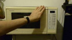 Mikrofalówka Panasonic, starego typu , nie grzeje i nie kręci się talerz