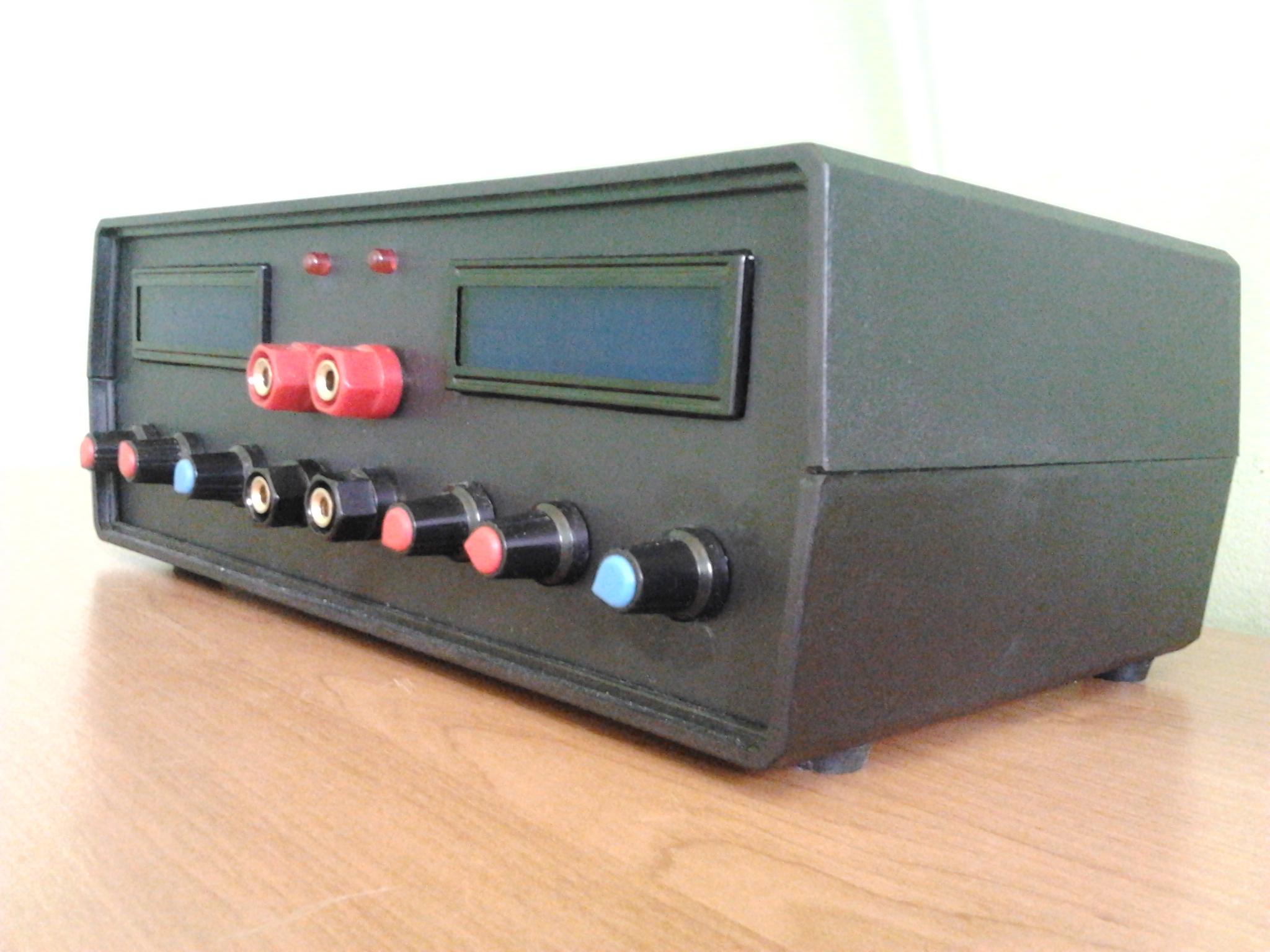 Podw�jny zasilacz warsztatowy 2x 0-28V 2mA-3A