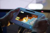 """Kontroler do konsoli Wii U z dotykowym ekranem 6,2"""" na �rodku"""