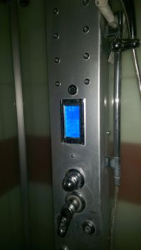 Termostat w kabinie prysznicowej / saunie