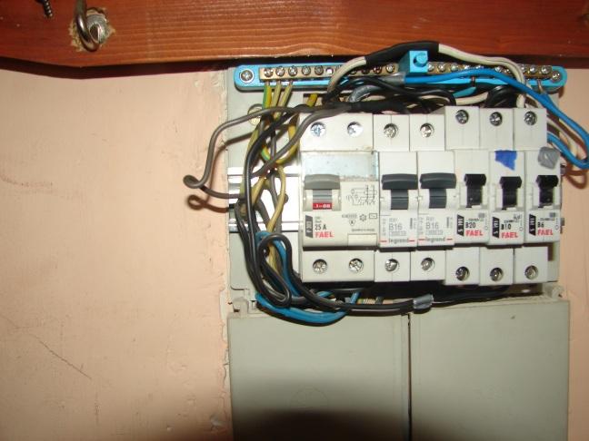 Pal�cy si� kabel przy bezpieczniku