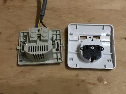 Gniazdo elektryczne z wbudowaną, dwuportową ładowarką USB - mini test + teardown