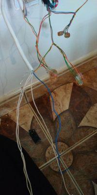 """Przeciągniecie przewodu typu skrętka w rurce """"peszla"""" w ścianie"""