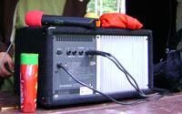 Sprzęgający mikrofon na estradzie