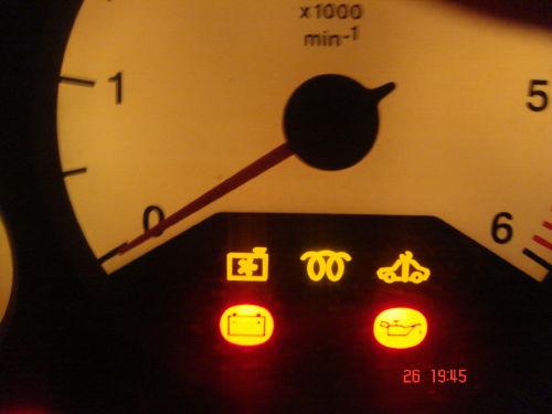 Opel Astra II G Zapalajaca sie kontrolka przy odpaleniu samochodu.