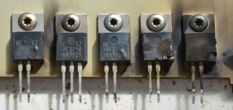 APC Smart UPS 2200 model: DL2200RIM3U  pi�� rozerwanych IRF3710 w przetwornicy