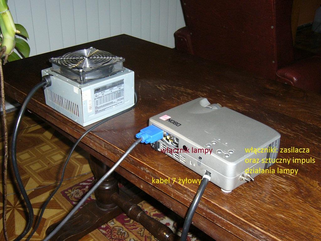 Projektor tani w eksploatacji :) zasilany zasilaczem komputerowym