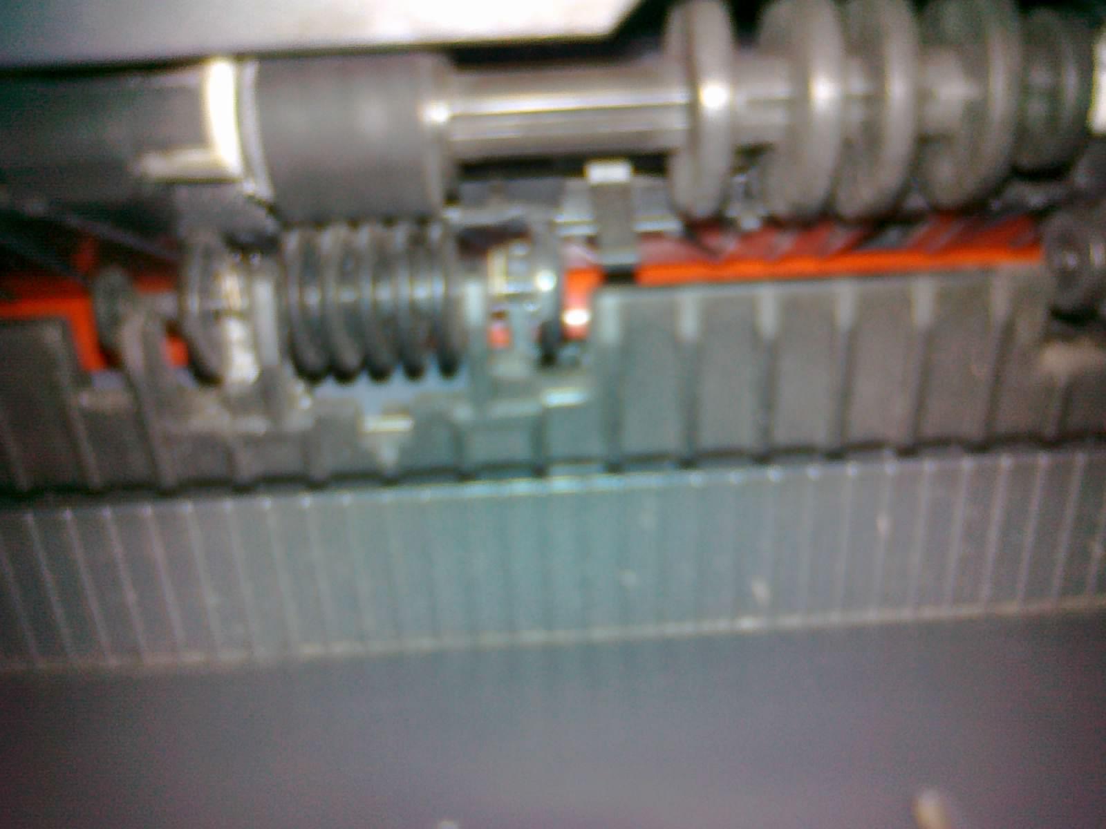 HP LaserJet 1015 zagina kartk� na ko�cu lub nie wyci�ga kartki do ko�ca