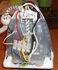 Żelazko Zelmer 28Z010 - podłączenie kabli w kostce