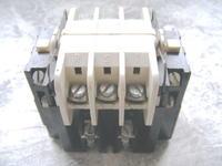 Jak podłączyć grzałkę 2000 W by włączał ją stycznik TSM1 ?