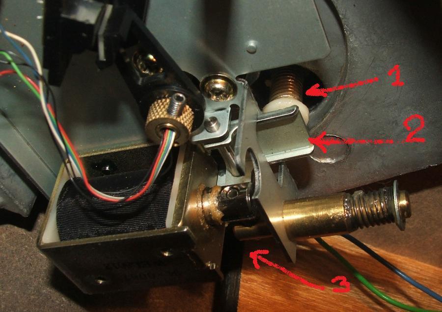 Smarowanie mechanizmu opuszczania ramienia w gramofonie Kenwood KD-990