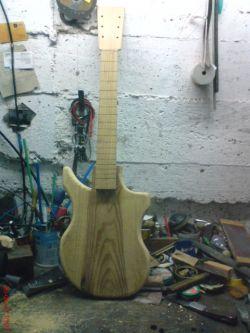 Gitara elekryczna wlasnego pomyslu