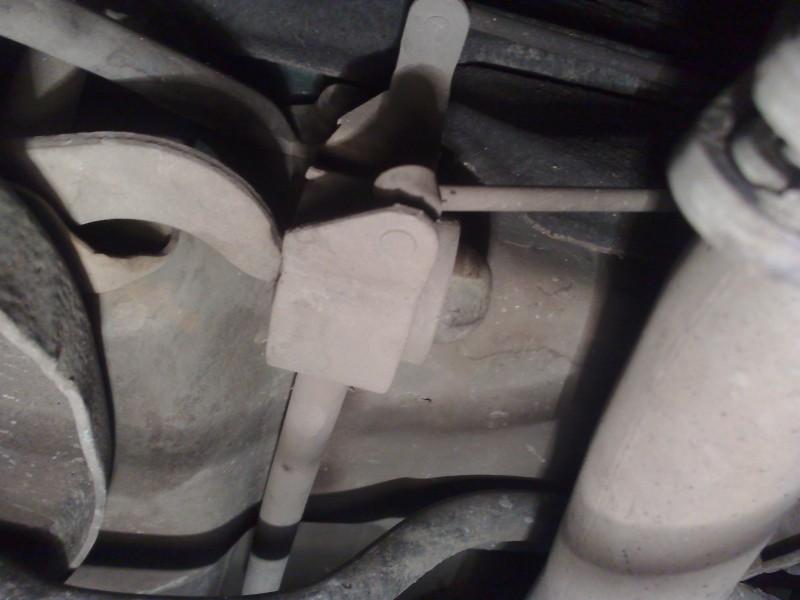 Stuki w przenim zawieszeniu Peugeot 106