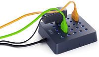 Gniazdo sieciowe pozwalające na podłączeniu wtyczki kabla pod dowolnym kątem