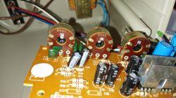 Nieprawidłowo działający potencjometr w głośnikach komputerowych.