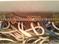 Prawidłowy ścisk kabla w bezpieczniku lub szynie PE